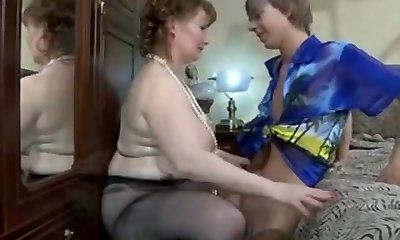 divi nobrieduši dieviete un jaunības zēni