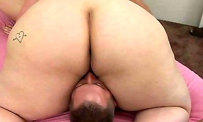Brunette mommy gets tongue fucked in position 69