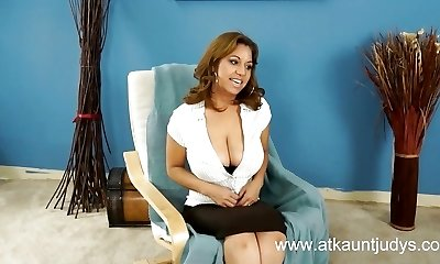 Sexy Mature 46-years senior latina spreads her legs