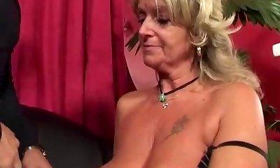 Granny likes anal fucking machine