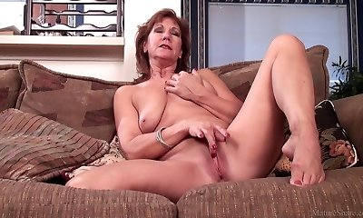 Mature mother Brook playing with her shaved pussy