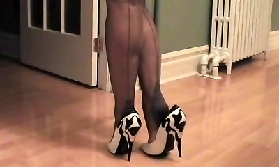 RHT Stockings Legs.mpFour