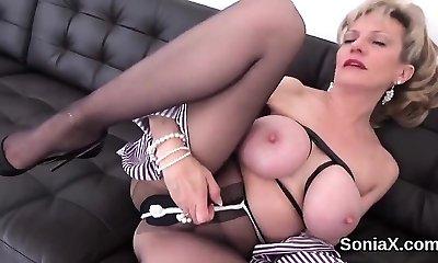 Unfaithful english mature lady sonia shows her large knoc