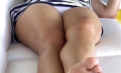 upskirt unaware mom in nice panties