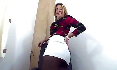 Jerk off to my pantyhosed ass 1