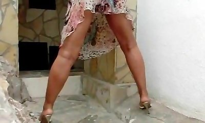 Sexy Lady B pee