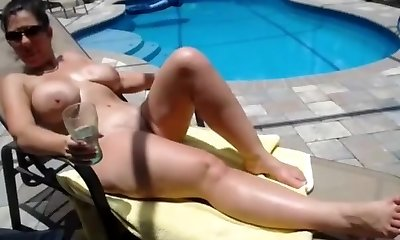 Mature bombshell with big naturals gets screwed by the pool
