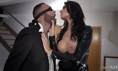 Sexy mom in latex Ania Kinski gets drilled decently