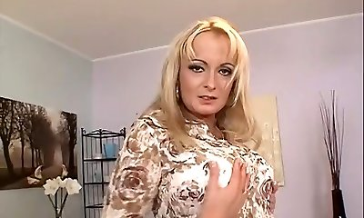 Blonde mature anal invasion