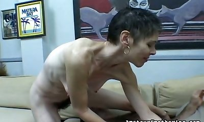 Skinny old whole makes customer to lick hairy cunny sitting on his face