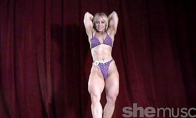 Dżin sexy na scenie