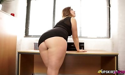 Nasty mommy with supreme whooty Anna Joy flashes her buttocks