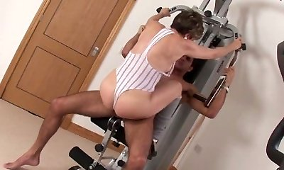 Milf Lady Sonia fucks gym partner cumshot melon