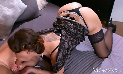 Mom Mature Housewife in pantyhose squirting after blowjob