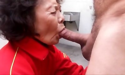 Granny enjoys sucking jizz-shotgun and swallowing cum