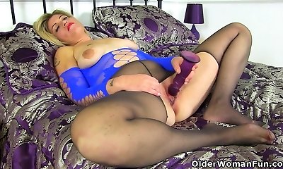 English milf Emma plows her shaven coochie with a dildo