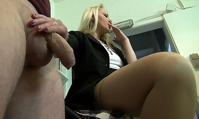 Housewifely acquaintance gets rewarded with a really ultra-cute blowjob performed by ash-blonde