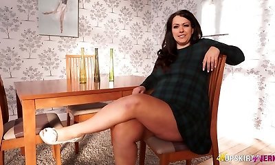 Plus-size mature Anna Lynn flashing her labia upskirt