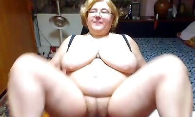 Mature with phat tits