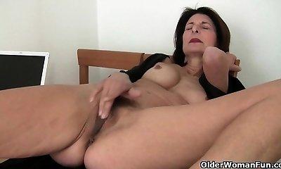 Porn will get mom's honeypot juicy