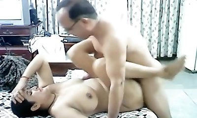 Mature arab couple makes a sextape in missionary position with internal ejaculation