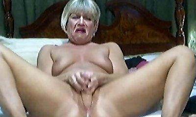 Hot Blonde Mature on webcam 2