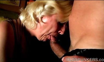 Chunky mature blonde is a super hot plumb and loves facials