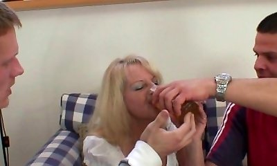 Two partying guys fuck drunk blonde granny