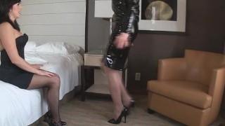 Miss Dixie roba a Sandra, dejandola atada en un cuarto