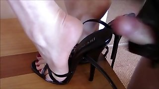 Cum In High-heeled Shoes.mp4