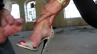 Cum on her Soles with High-Heels