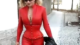 Lattice glamour video porno con troia vestita di rosso