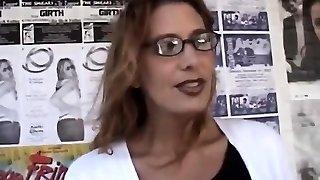ciemnowłosa puma z okularów do czytania fucked firma