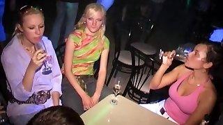 Gloryhole In Pub...F70