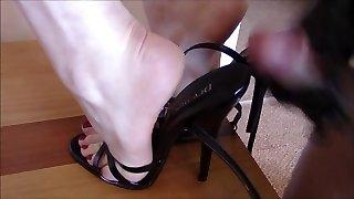 foutre dans les chaussures à talons hauts