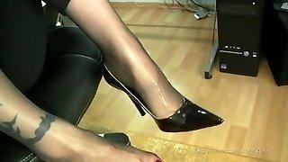 stocking feetjob with jizz explosion in high heels
