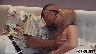18 yo girl kissing and fucks her step dad in his apartment