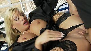 hunk mange policière's vagin après elle amendes lui pour le stationnement