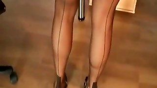 sexy gams in nylon