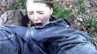 zavaros gondolkodású haver támadt új szűk cica, miközben kemping, erdő