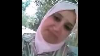 araabia hijab naine väljas