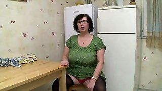 AMATEUR Plus-size BIG TITS GRANNY Pissing SEX