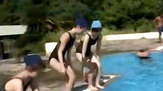 cute teen kanda lahustatakse ujumistrikoo aastal bassein 01