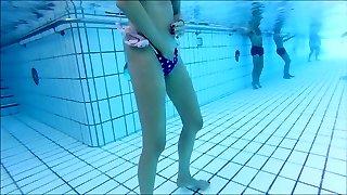 skiny matura si masturba sott'acqua anche a me !