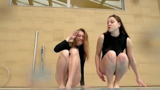 dvě horké dospívající pod vodou