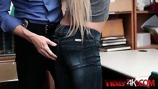 rozkošný blond žena ošukal zezadu