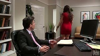 Hot secretary gave a nice deep throat to her chief in his office