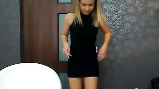 Beauty Smoothly-shaven Pussy Camslut Plays With Her Cunny And Squirts