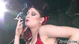 angela ryan spandex et fétiche du tabac
