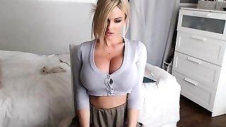 babe sensualeve osoittaa funbags live web cam